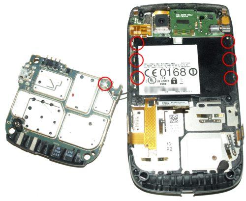Blackberry 9800 torch - a csúsztatható kijelzőt tartó T3-as csavarok és az alaplap