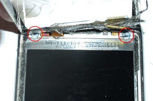 Blackberry 9800 torch - az érintőpanel alatti T3-as csavarok